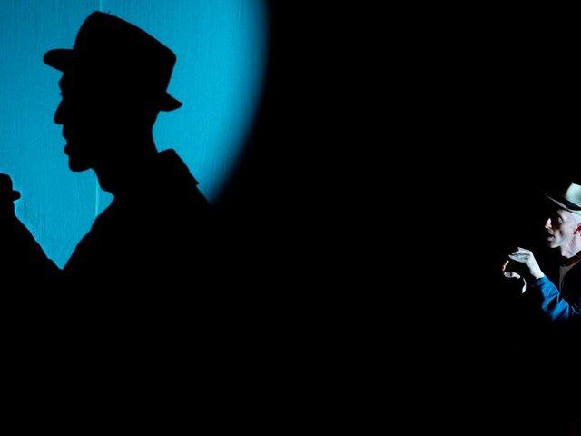 Drew Colby: el hombre que crea figuras con las sombras de sus manos