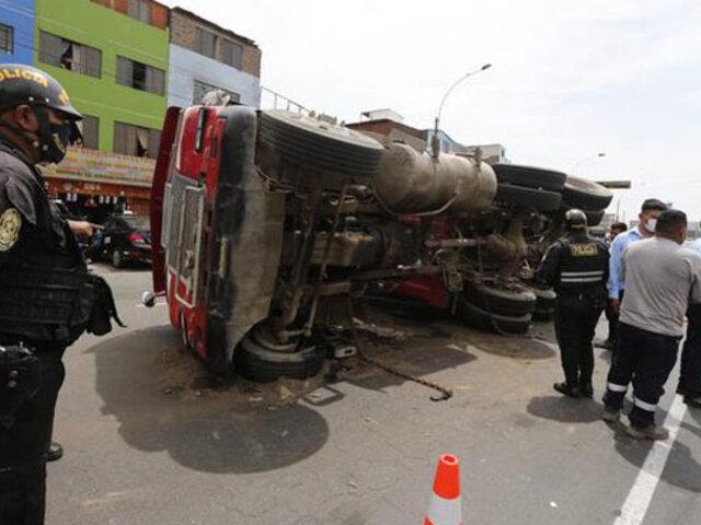 La Victoria: volcadura de tráiler provoca gran congestión vehicular  en la avenida México