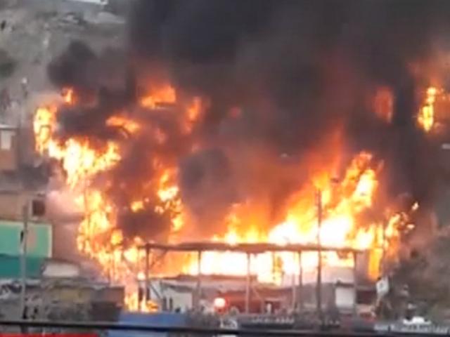 VMT: damnificados por voraz incendio piden ayuda a las autoridades