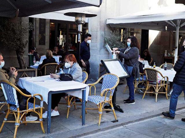 Tras segunda ola de coronavirus reabren las cafeterías y los restaurantes en Barcelona