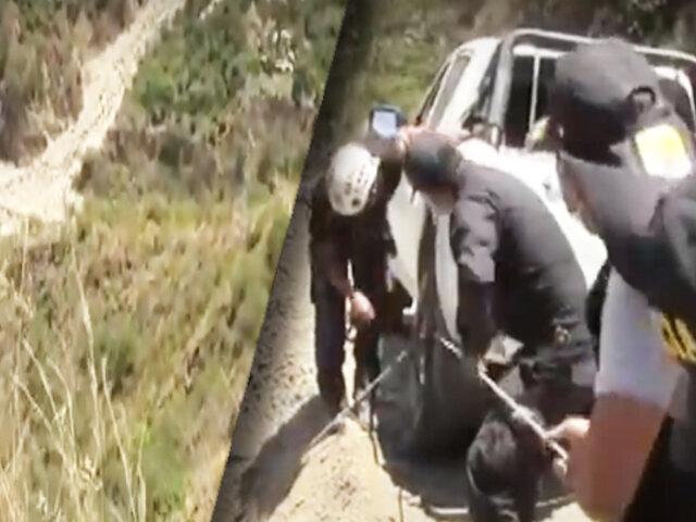 Seis muertos dejó caída de camioneta en abismo