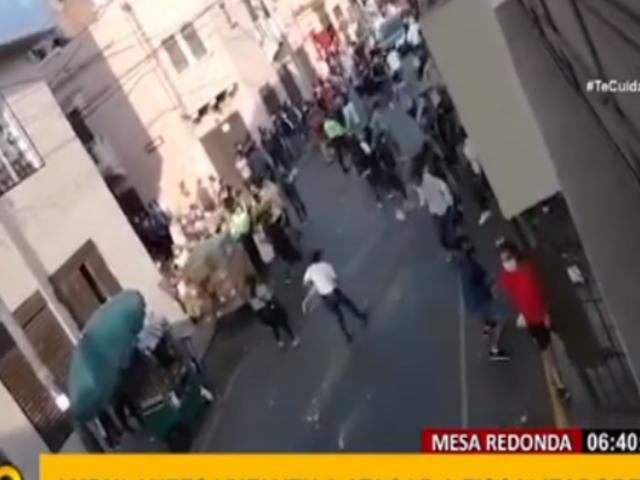 Ambulantes vuelven a enfrentarse a fiscalizadores en el Centro de Lima