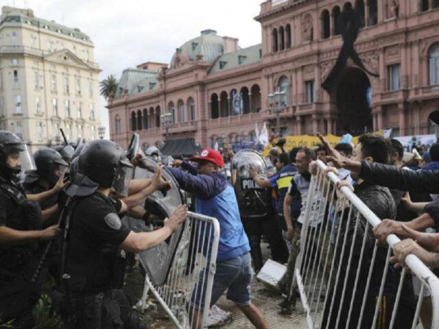 Adiós a Maradona: se registran disturbios entre la policía y los aficionados