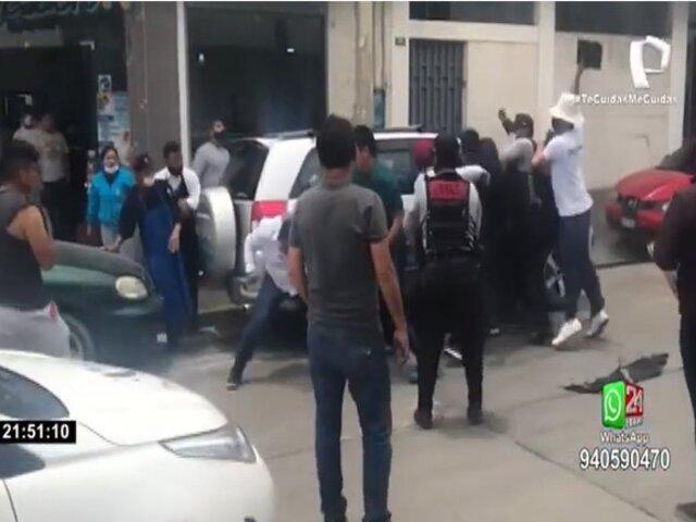 Huancayo: sujetos aparentemente ebrios causaron desmanes en restaurante