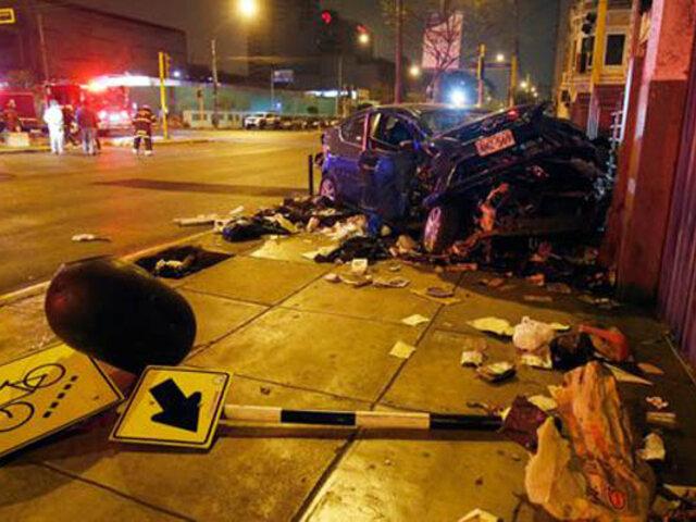 Cercado de Lima: choque entre auto y camioneta dejó dos heridos de consideración