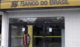 Brasil: asaltan banco y en su huida ladrones lanzan billetes en las calles