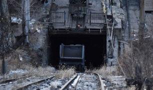 Enorme roca mata a cuatro hombres al interior de la mina La Rinconada en Puno