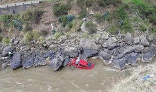 Huancayo: un muerto y tres heridos graves deja caída de auto al río Mantaro