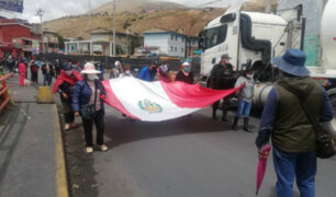Trabajadores de Doe Run Perú se movilizan pacíficamente por la Carretera Central