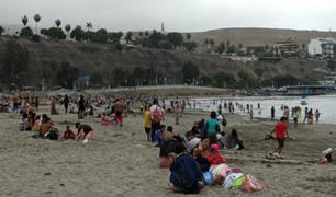 Chorrillos: decenas de familias visitaron la playa Agua Dulce por el feriado