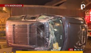 Ate: camioneta se despistó y conductor se dio a la fuga en túnel Puruchuco