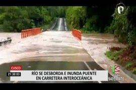 Cusco: río se desborda e inunda puente en la carretera Interoceánica