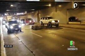 Miraflores: estructura metálica cayó y bloqueó paso de vehículos en la Vía Expresa
