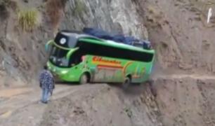 Huánuco: captan cómo bus interprovincial casi cae a un abismo