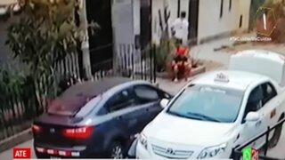 """Ate: delincuente roba celulares y escapa con la modalidad del """"piscinazo"""""""