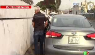 Si te afecta es noticia: Taxistas convirtieron la vía frente a la Municipalidad del Rímac en urinario