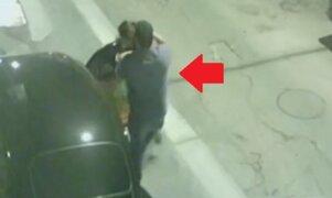 Sujeto agarra a puñetazos a su pareja frente a su hijo en Breña