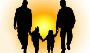 Hungría aprueba ley que prohíbe adoptar niños a parejas homosexuales