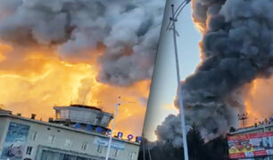 Voraz incendio consume terminal internacional de un aeropuerto ruso