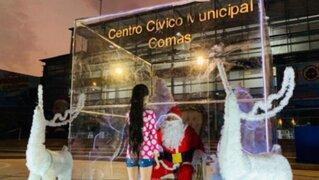 Papá Noel anti Covid alegra a niños desde una urna transparente en Comas