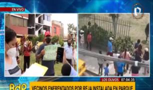 """""""Son gente mayor, con ideas retrógradas"""": vecinos denuncian discriminación por rejas en parque de Los Olivos"""