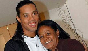 Exfutbolista Ronaldinho Gaúcho pide orar por su madre, hospitalizada por coronavirus