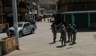 Militares llegan a Máncora y retiran a bañistas tras anuncio de cierre de playas