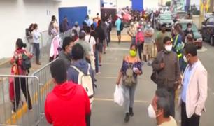 San Fernando habilitará buses para agilizar entrega de pavos tras largas colas
