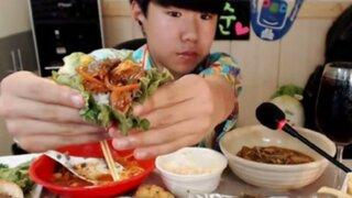 """China evalúa poner multas a los youtubers de comida y bebida por """"desperdiciar alimentos"""""""