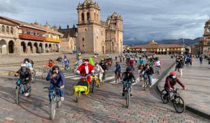 ¡Navidad a pedales! Vecinos y turistas recorrieron las calles de Cusco en bicicleta repartiendo alegría
