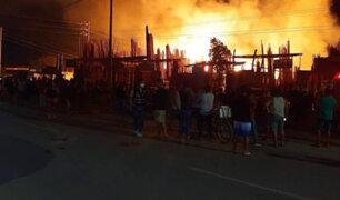 Piura: voraz incendio consumió varios locales de venta de maderas
