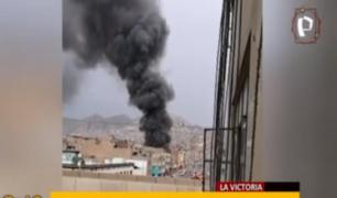 La Victoria: incendio redujo a cenizas almacén en Av. 28 de Julio