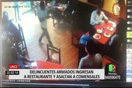 Lince: Policía de civil ayuda a capturar a ladrón que asaltó restaurante
