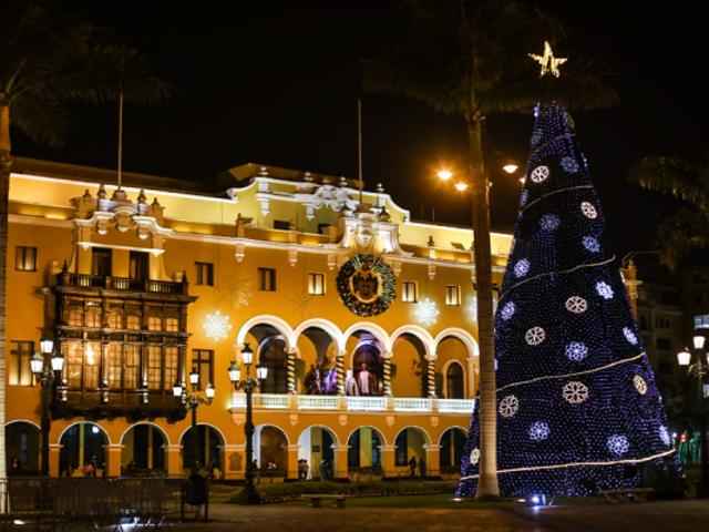 Alcalde Jorge Muñoz participó del encendido de luces navideñas en Plaza de Armas