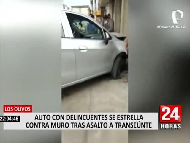 Los Olivos: auto con delincuentes se estrella contra muro tras asalto a transeúnte