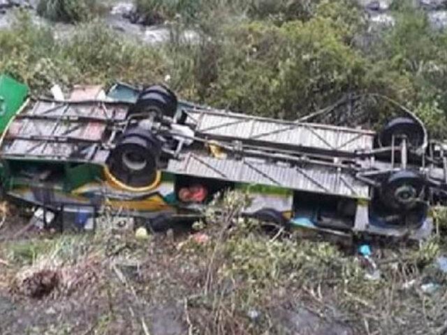 Brasil: al menos 14 personas murieron al caer bus turístico  de un puente