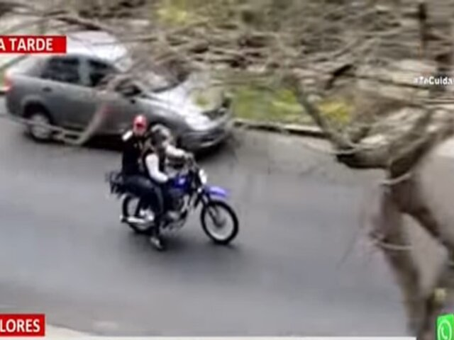 Miraflores: ladrones en moto asaltan a mujer y luego huyen haciendo disparos al aire