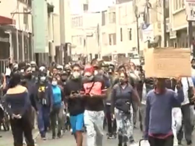 Mesa Redonda: ambulantes no abandonan conglomerado comercial pese a operativos