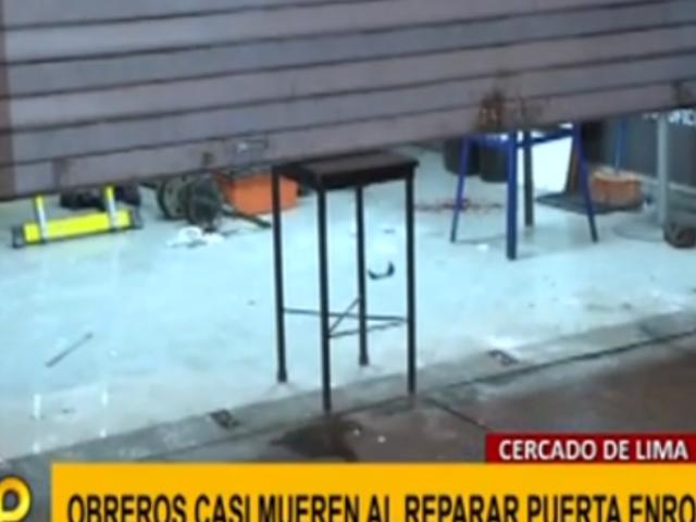 Cercado: dos hombres casi mueren cuando reparaban puerta enrollable