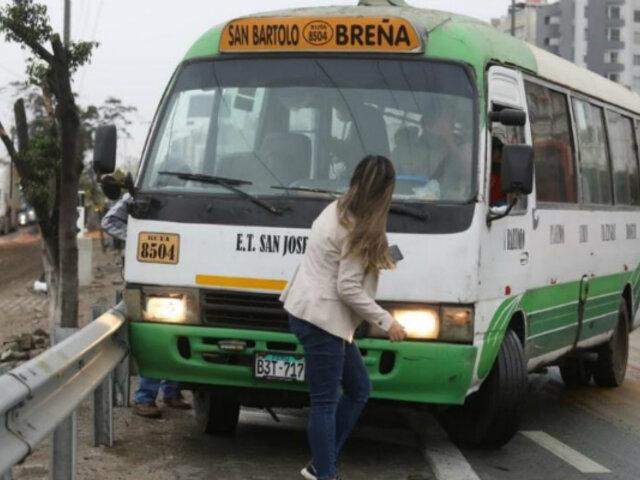 Cúster atropella a reportera en la Panamericana Sur