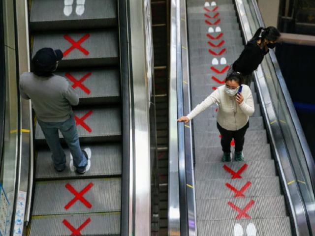 Ejecutivo reduce aforo máximo en centros comerciales a 40% para evitar aglomeraciones