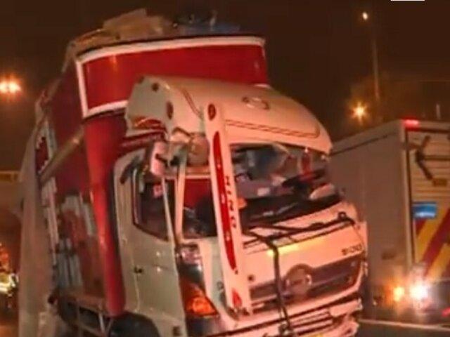 Surco: accidente vehicular en Panamericana Sur deja un muerto y un herido
