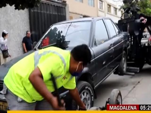 Magdalena: municipalidad retiró de las calles vehículos abandonados