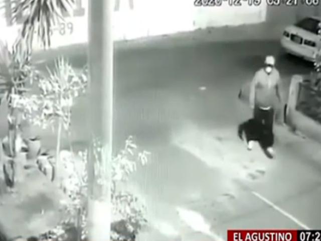 El Agustino: en solo 10 segundos ladrón de autopartes se lleva computadora de auto