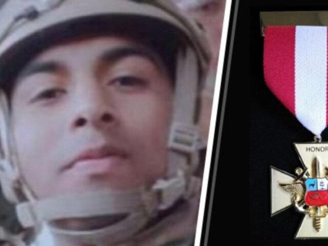 Condecoran a oficial de la Marina que falleció en emboscada en el Vraem