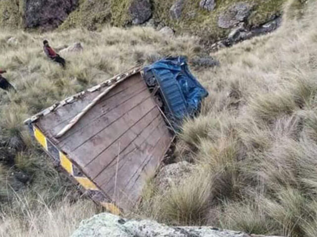 Tragedia en el Cusco: camión repleto de personas cae a abismo en la provincia de Canas