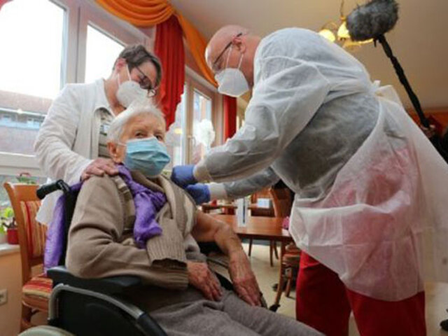 Alemania: anciana de 101 años fue la primera en recibir la vacuna contra el Covid-19