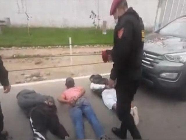 Manchay: enardecidos vecinos  detienen y casi linchan tres  presuntos raqueteros