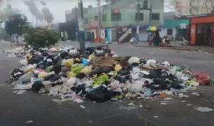 Vecinos denuncian acumulación de toneladas de basura en pistas y veredas del Callao
