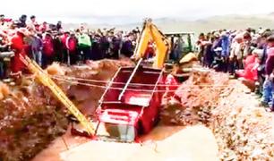 Puno: tres muertos deja caída de camioneta en un pozo de aguas residuales